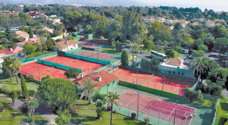 tennis courts at Atalaya Park Hotel