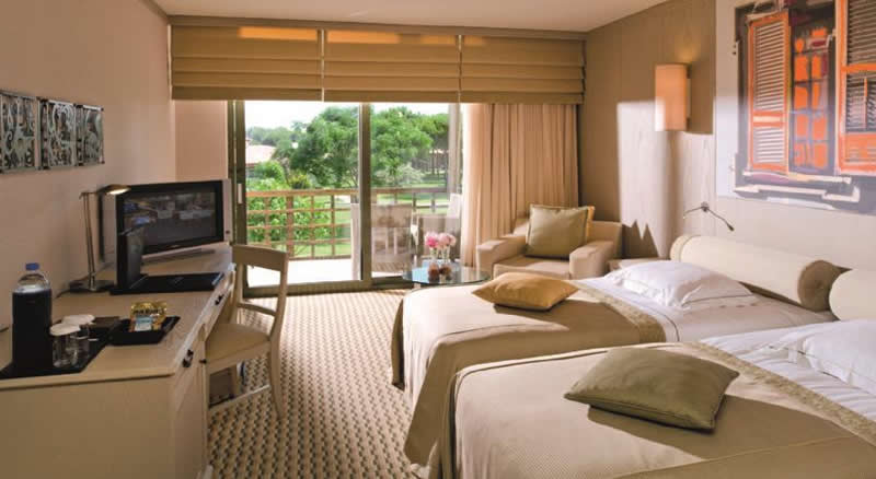 a twin bedroom at the gloria golf resort hotel
