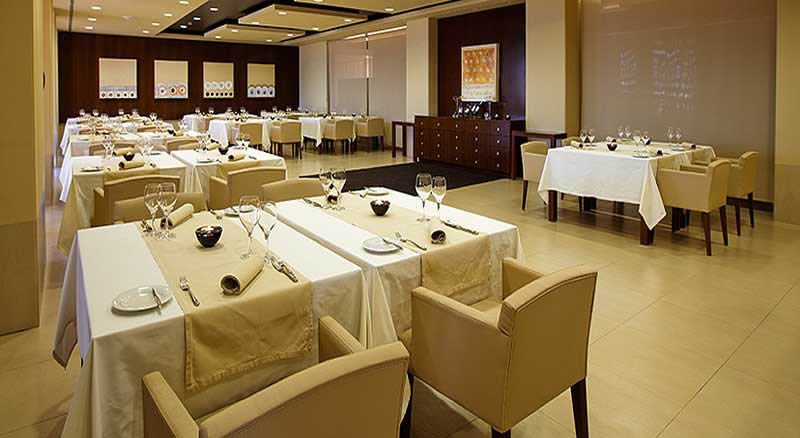 the restaurant of the sao rafael suites hotel